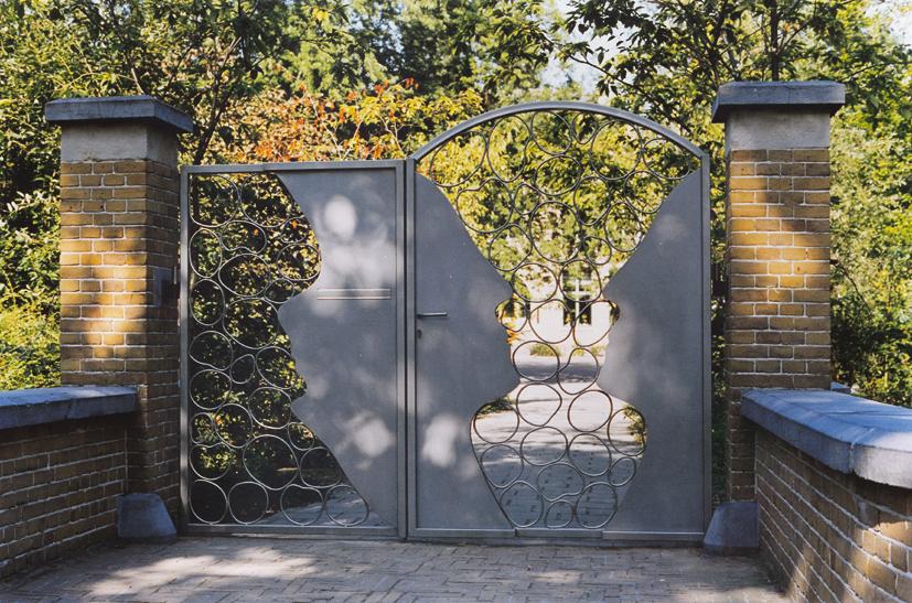 entrance gateschool - Municpality of Dordrecht- steel sculpture - 1991