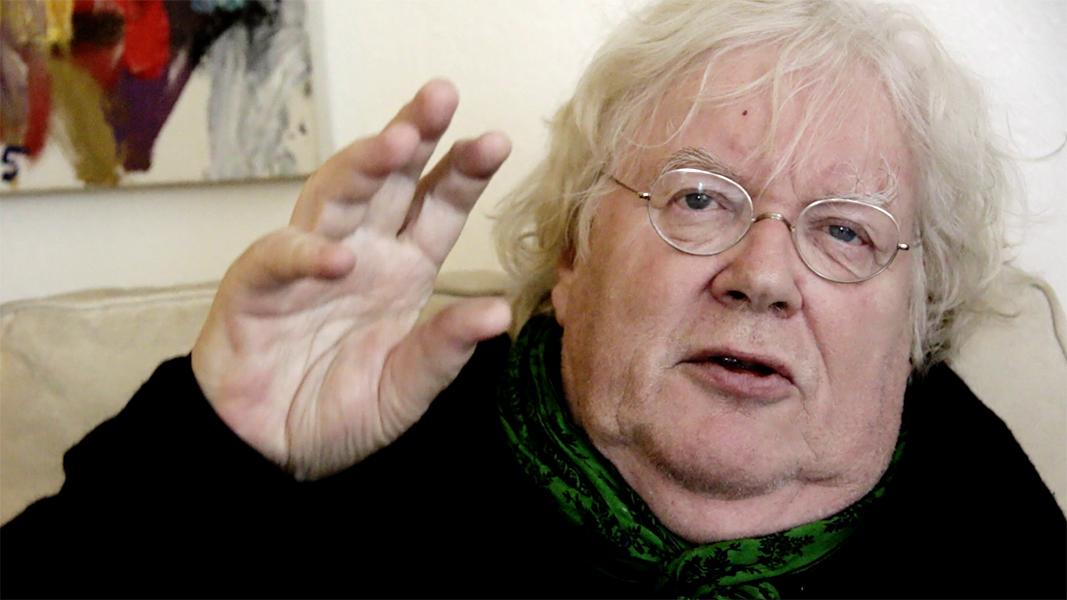 """video still Rudi Fuchs """"Iemand maakt iets en dat maken is nog nooit gemaakt daarvoor - en dat is een WONDER!"""""""