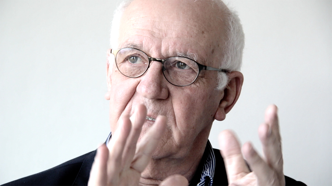 """video still Wim van Krimpen """"Ik ben een echt domineeskind, mijn vader zei altijd potdomme ik wil de kerk vol hebben.Zo zit ik ook in mekaar."""""""